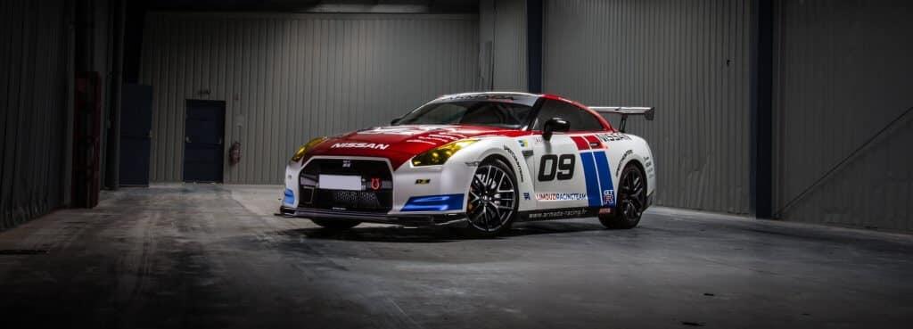 Covering personnalisé d'une Nissan GT-R de course par Armada Racing