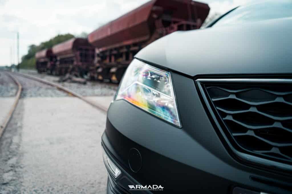 Covering satin noir sur une Seat Leon FR par Armada Racing