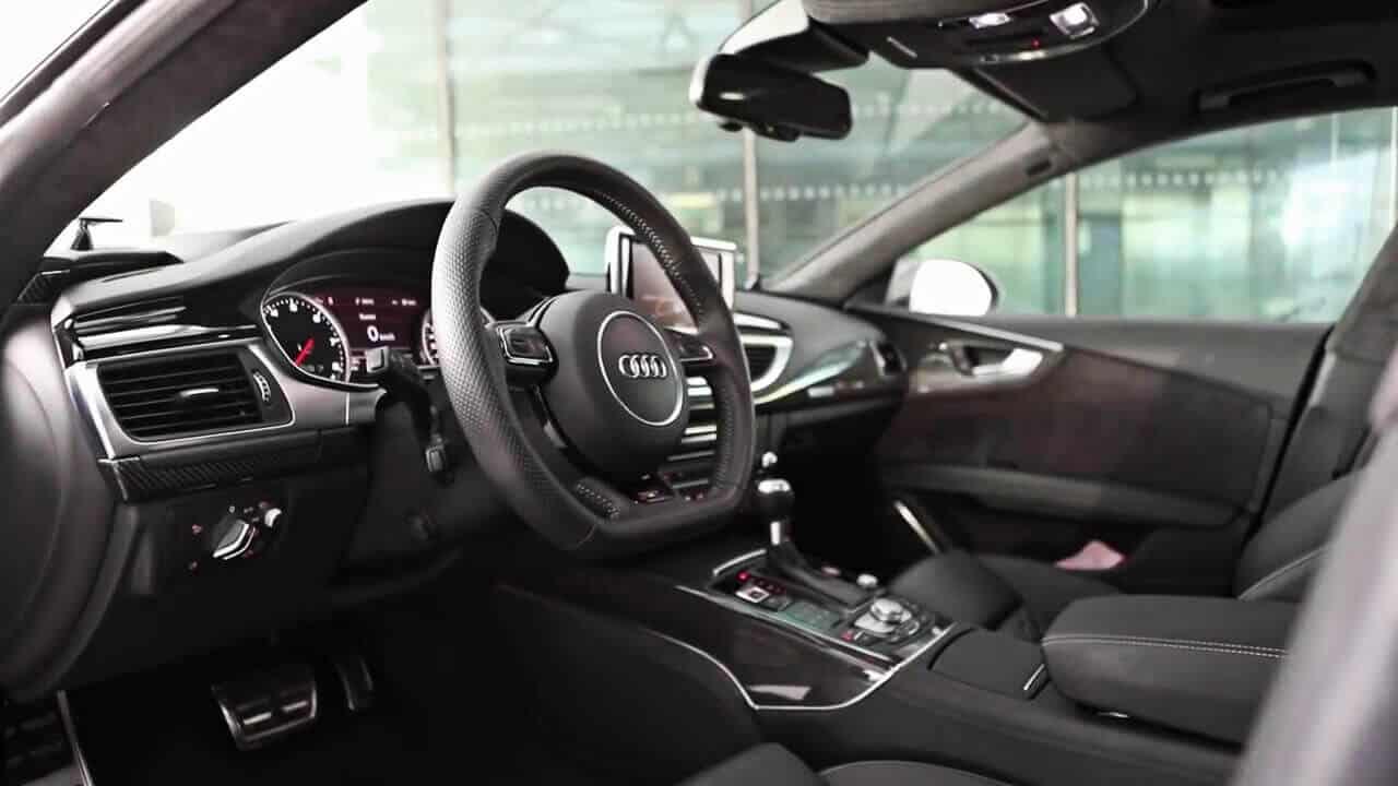Armada-Racing-Location-Audi-RS7-interieur